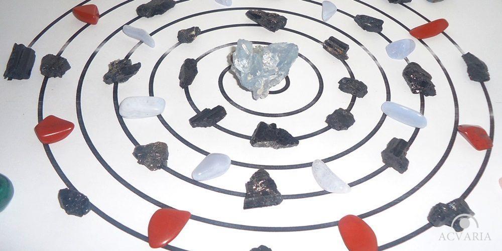 Grile de cristale si pietre
