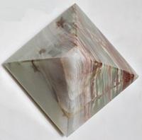 Piramida de piatra natur